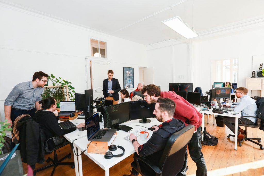 Logo de la startup Un(e) Développeur(se) Front Web Senior